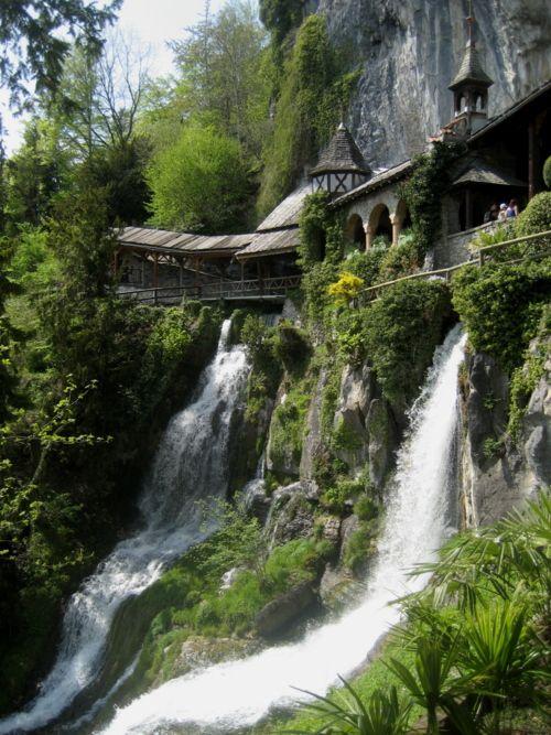 {Escape} Waterfall Walkway St Beatus Caves, Switzerland escape AmazingPlaces travel Switzerland ✈
