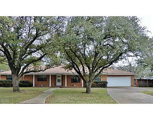 1518 EVERITT Street Navasota TX 77868 by RE/MAX Bryan College Station 97840 Beautiful brick family home or perfect for Aggie game days, located in Navasota. This well kept 4 bed/2 bath home with 2200 sq. ft. is situated on almost 1/3 of an acre and is tree shaded. Home has formal living, formal dining, family room, and oversized bedrooms. Other features include: lots of cabinet space, newer carpet, newer roof, updated kitchen, updated bathrooms, covered patio, and large storeage shed. Close…