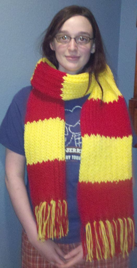 Knitting Pattern For A Gryffindor Scarf : Loom Knit Gryffindor Scarf Harry potter scarf, Loom and Need to