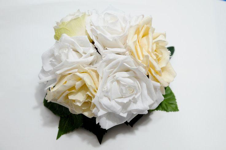 Fiori per capelli - cappello calotta rose bianche matrimonio - un prodotto unico di vintage-darte su DaWanda