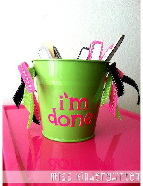 I'm Done!  - Quando os alunos mais rapidinhos terminam a tarefa antes dos outros, eles retiram um palito de dentro do balde, que tem uma tarefa extra (e divertida) pra eles fazerem.