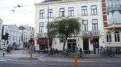 Hotel Plantage Amsterdam  Description: Hotel Plantage biedt budget accomodatie in het oude centrum van Amsterdam. Het kleine 2-sterren hotel biedt bijzonder comfortabel ingerichte kamers met veel 3-sterren extra's voor budget prijzen.Tegenwoordig is het gebouw een prachtig monumentaal deel van de oostelijke binnenstad dat oorspronkelijk ontworpen was als tuin in de 17de eeuw. Het hotel is gelegen op loopafstand (5 tot 20 minuten) van Centraal Station de Dam en Rembrandtplein. Tegenover het…