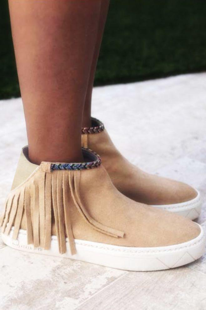 Suede schoenen van Dolfie met lange franjes.
