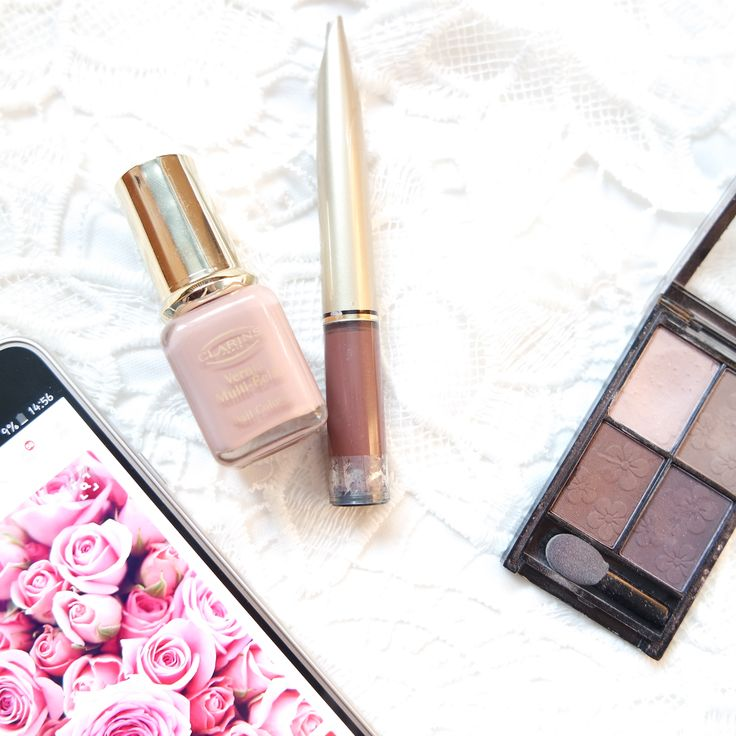 Bia Tan Blog. Spring Favorites. Makeup, nail polish, nude nailpolish, nude lipstick, maxfactor, eyeshadow, flowers, pink nailpolish, podcasts, strenghen nails, hat, corduroy,face mask.