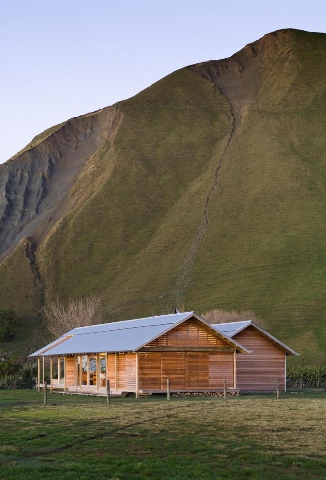 Love this little place! Shoal Bay Bach, Hawke's Bay, New Zealand by Parsonson architects ltd. @Sarah Chintomby Pogge please move here so I can come visit your own little Shire!