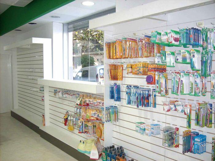 Masi arquitectos fabrica de cabinas mostradores en - Estanterias para perfumerias ...