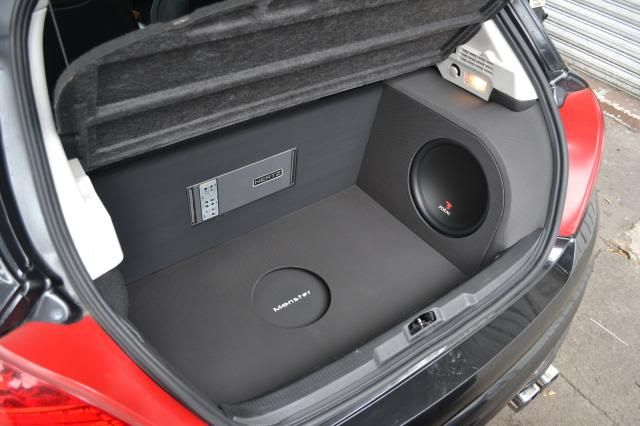 "Peugeot 207 RC ----- Speakers ----- Front & Rear: Focal Performance 6,5"", Focal Performance tweeters Sub: Focal Perormance 12"" ----- Amps ----- Hertz HDP5"