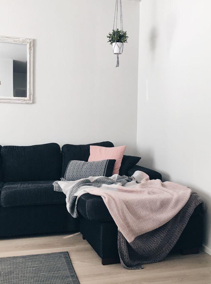 Rose spring livingroom