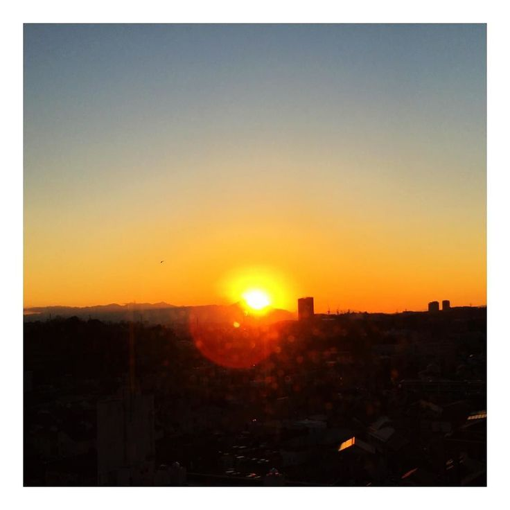The Sun is setting into Mt. Fuji  #hotel #ホテル #ホテル暮らし #王子様 #王子 #王子さま #音楽 #music #singer #concert #classic #クラシック #piano #ピアノ #モデル #model #cafe #café #カフェ #photographer #poet #スピリチュアル #spirituality #spiritual #spirituallife #fujiyama #富士山