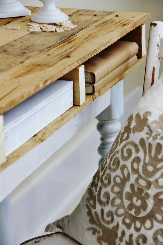 DIY Pallet Top Desk. I LOVE IT! #DIY #furniture #pallets
