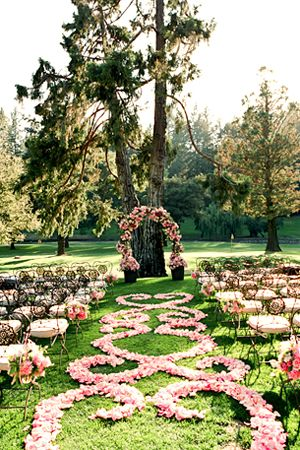 rose petal aisle runner #weddingworthy