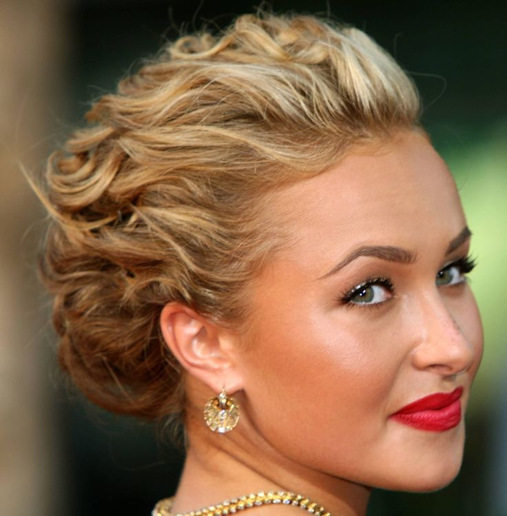 updo: Wedding Hair, Shorts Hair, Prom Hairstyles, Makeup, Wedding Updo, Red Lips, Hair Style, Promhair, Curly Hair