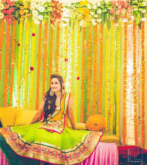 mehendi outfit n decor idea Agra weddings | Prateek & Sumedha wedding story | WedMeGood
