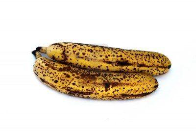 De acuerdo con la investigación, plátano maduro completo con manchas oscuras en la piel amarilla produce una sustancia llamada TNF (Factor de Necrosis Tumoral) que tiene la capacidad para combatir las células anormales. Cuantas más manchas oscuras que tiene el mayor será su calidad mejora la inmunidad, por lo que cuanto más maduro el plátano mejor será la calidad contra el cáncer.