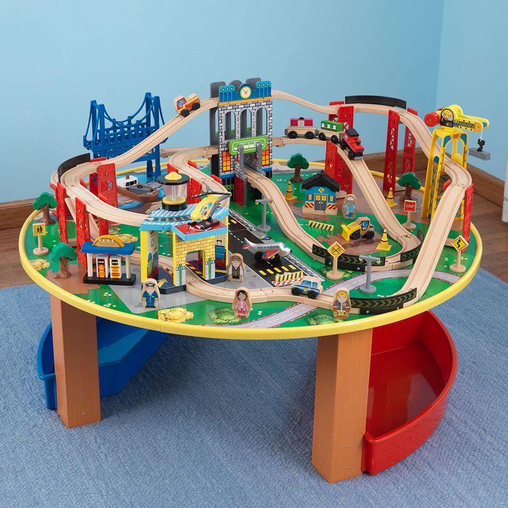 Articolo: KIDKRAFT17985Questo set trenino include un robusto tavolino su cui montare il gioco. I bambini si divertiranno tantissimo a costruire la propria ferrovia, posizionando i binari e spingendo le carrozze tutto intorno al tavolo. Il set include oltre 80 pezzi in legno e due comodi contenitori laterali in plastica. È facile da assemblare grazie alle istruzioni dettagliate incluse. Adatto a bambini dai 3 anni in su. Compatibile con tutti i veicoli e i set (esclusi quelli a batteria) di…