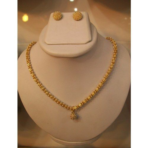 Simple and beautiful necklace set in pearls jewellery for Simple gold ornaments