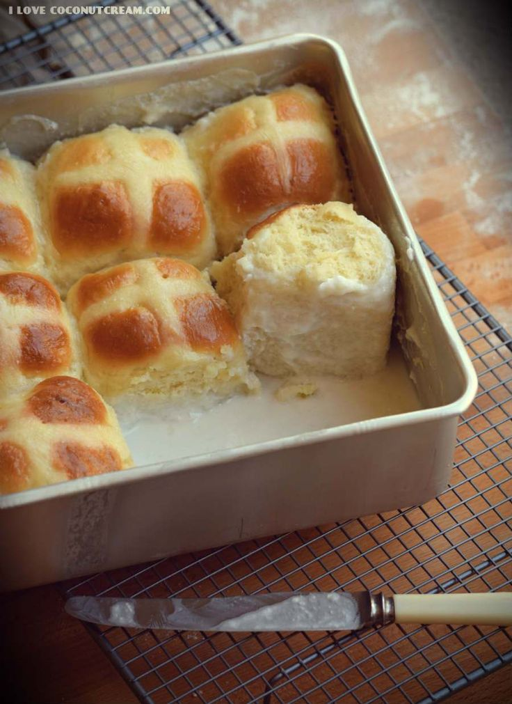 Delicious panipopo are the perfect hot cross buns for this Easter. Delicious sweet buns in a creamy coconut sauce...totally irresistable!