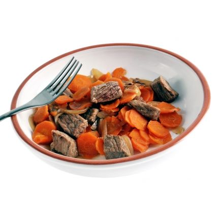 Mijoté de boeuf aux carottes Linéadiet (minceurmoinscher.com) Boeuf aux carottes hyperprotéiné  Avec ce plat préparé de bœuf aux carottes hyperprotéiné, vous pouvez enfin perdre du poids tout en dégustant un plat traditionnel. Le fondant du bœuf se mêle au croquant des carottes, le tout complété par un assortiment de champignons, d'oignons et de légumes. Un plat idéal pour vos déjeuners ou dîners, le tout sans avoir l'impression d'être au régime !