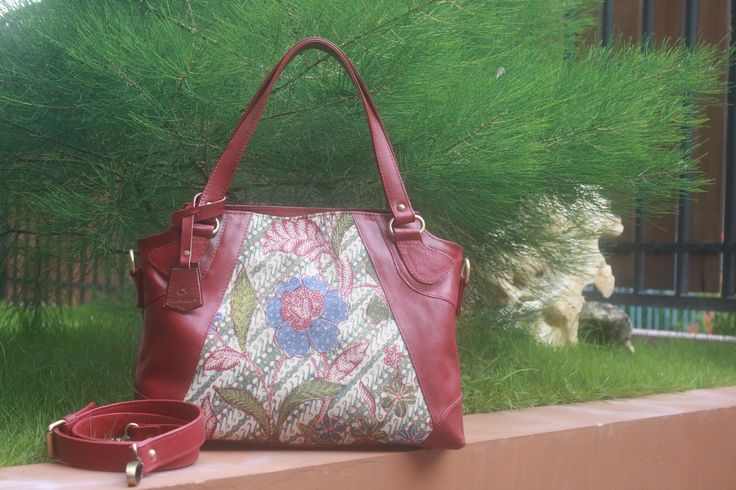 Bag motif Batik Indonesian Culture Limited Product New Collection   #flower #batik #fashion #culture #indonesia #leather #bag #limited Contact : karwoto.hartanto@gmail.com