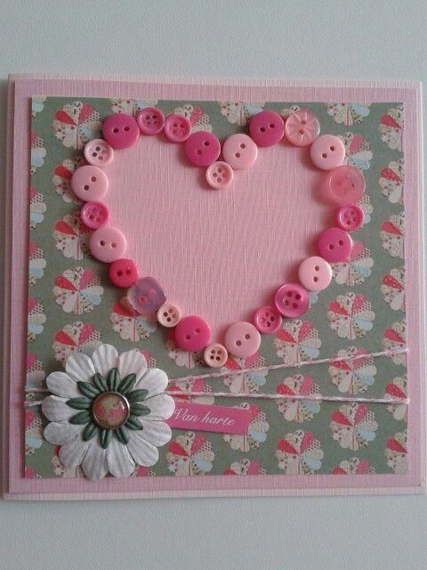 Van harte kaart met restjesknopen een hart gemaakt in roze...