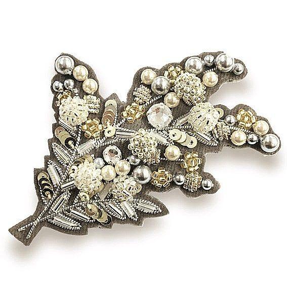 #hamdmade #accessory #beads #bead #embroidery #sequin #swarovski #brooch #cute #flower #アクセサリー #ファッション #ビーズ #ビーズ刺繍 #手作り #スパンコール #刺繍 #ブローチ #keijitagawa #田川啓二