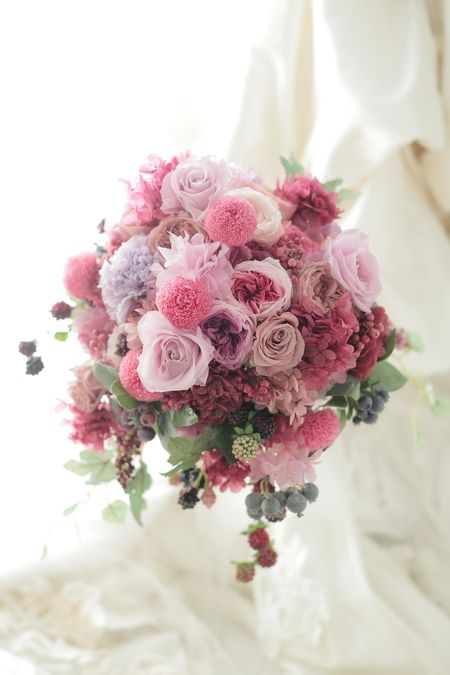 プリザーブドフラワーブーケ シェラトン都ホテルさまへ 濃いめピンクと紫と実ものたくさんでの画像:一会 ウエディングの花