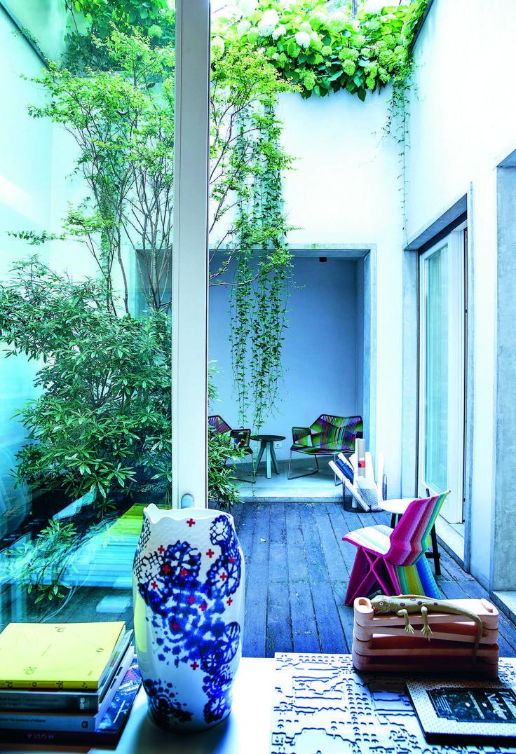 paesaggista stefano baccari / il terrazzo dell'ufficio di patricia urquiola, milano