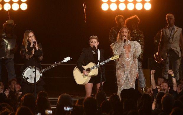 Beyoncé faz apresentação surpresa em premiação da música country - http://anoticiadodia.com/beyonce-faz-apresentacao-surpresa-em-premiacao-da-musica-country/