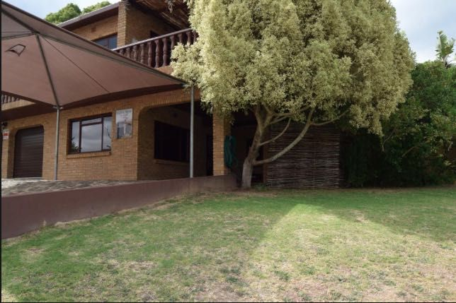 Gale's View offers comfortable accommodation in an apartment in Swellendam (Sleeps 4) , just 5.5 km from the Bontebok National Park. You can enjoy mountain and city views from the property.