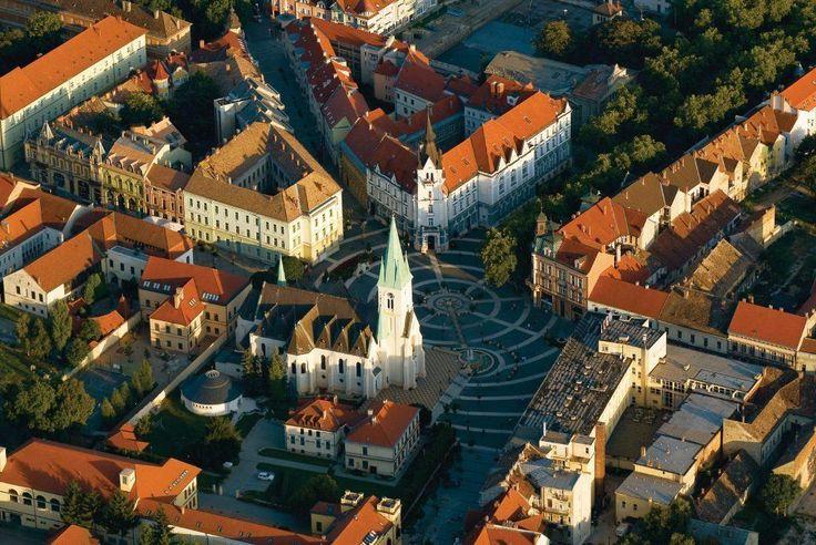 A hét dombra épült város