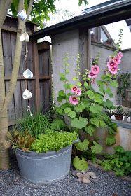 Min trädgård är just min. Självklart är den på ett sätt hela familjens och alla trivs där men ändå är trädgården på något sätt min.  Ingen h...