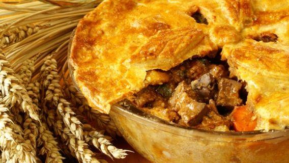 Je vous présente la recette de tourtière provenant de ma famille, Saguenéenne «pure laine».