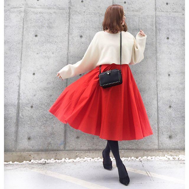【コーデ】UNIQLO新作サーキュラースカート 2018.2.13 ホワイト×オレンジ やばい!と思ったユニクロ新作 サーキュラースカート ✨ 試着して即2色買い!!好きすぎる 薄いけど 少し動くだけで マリリン →スワイプして見てね #上下ユニクロ でした! ・・-------------------------------------------- knit … #UNIQLOU skirt … @uniqlo #サーキュラースカート bag … #valentine ・ ・・-------------------------------------------- スカート とコーデ詳細はBLOGにて✨ 今日は仲良しの友達とlunch おいしくて楽しい1日 ・ ・ ・・-------------------------------------------- #ユニクロ銀座 #ユニクロ #uniqloginza #ユニクロユー#uniqloginza2017fw #uniqlo2018ss #ユニクロ新作 #ユニクロのスカート #uniqlogin...