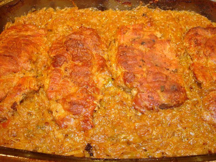 A sütőben készült ételek egyik legjobbja, ebből nem lehet túl sokat készíteni, a siker garantált :) Hozzávalók: 6 szelet sertéskaraj 1 fej káposzta 1 kisebb hagyma fél citrom 0,5 dl száraz fehérbor 1 teáskanálnyi tárkony só, őrölt...