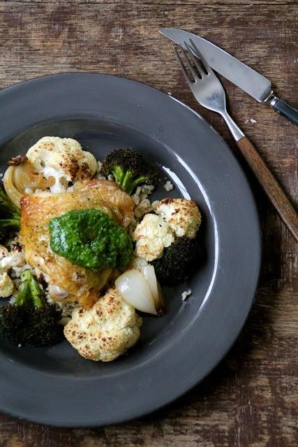 Mat på Bordet: Ovnsbakt kylling med brokkoli, blomkål og spinatpesto