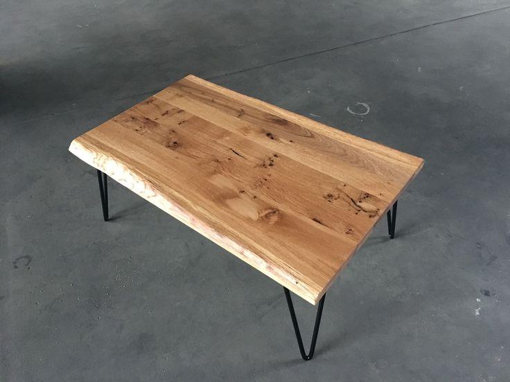 """Couchtisch mit massiver, gebürsteter Eichenholzplatte und """"Hairpin-Legs"""" - handgefertigt in unserer Manufaktur.  Auch als Esstisch in allen Größen lieferbar."""