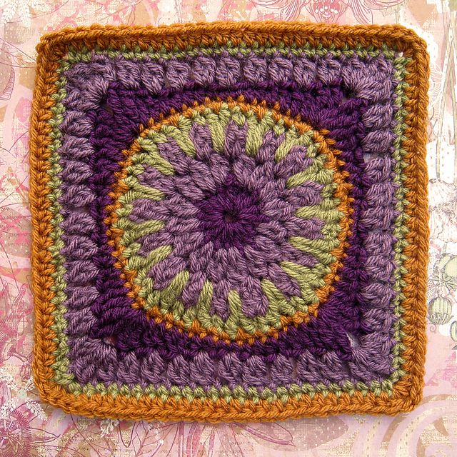 """Sundial square 9"""" (limk to pattern) by Maria Summers"""