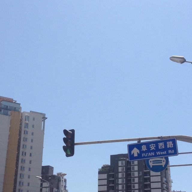 아이를 데리러 유치원에 가는 北京 오후 12시반. 햇볕작렬!!! 이것이 北京의 여름! 살이 타들어간다....ㅜㅜ
