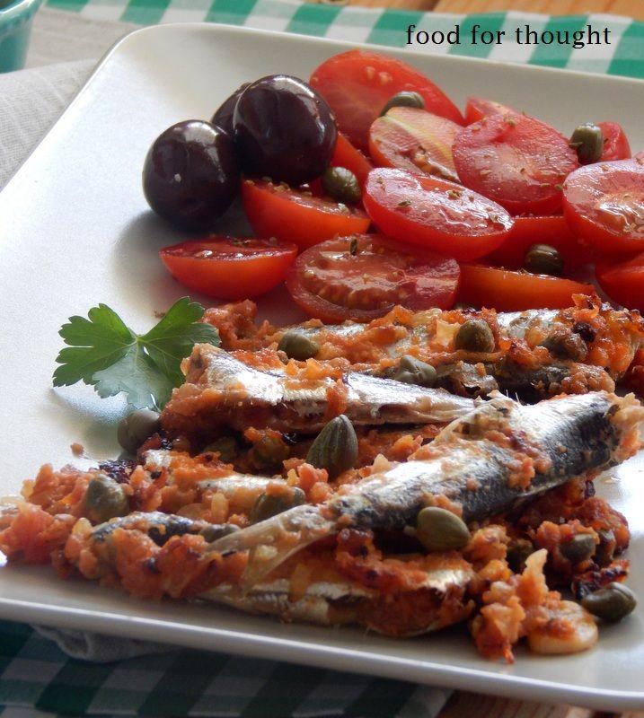 Σαρδέλα με ντομάτα και κάπαρη στο φούρνο. http://laxtaristessyntages.blogspot.gr/2014/07/sardeles-me-domata-kai-kapari-sto-fourno.html#more