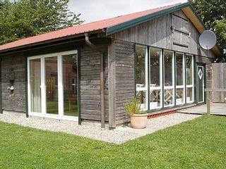 Ferienhaus Deichblick in Nordermeldorf: 3 Schlafzimmer, für bis zu 6 Personen. Großes Ferienhaus an der Nordsee mit Terrasse und eigenem Garten.Hunde erlaubt | FeWo-direkt