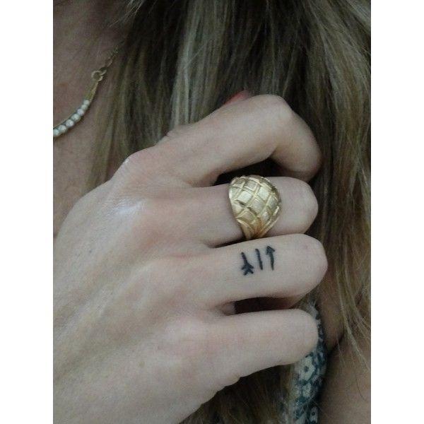 74 das tatuagens mais minúsculas e elegantes de todos os tempos ❤ liked on Polyvore featuring accessories and tattoo