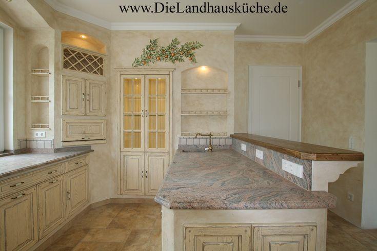 Villa Medici Edle Landhausküche in pastelligen Farben und einer - naturstein arbeitsplatte küche