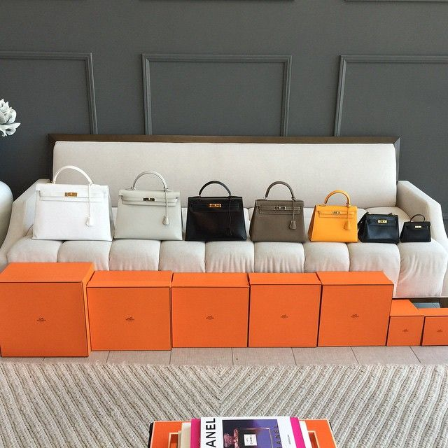 Let me introduce you to the lovely Kelly family! Left to right, 40, 35, 32, 28, 25, vintage 20 and darling newborn Kelly 15. #hermes #hermeskelly #fashionphilefamilyphoto WOMEN'S ACCESSORIES http://amzn.to/2kZf4gO