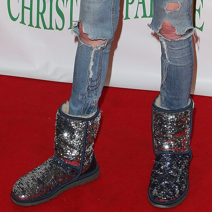 Details Of Tara Reid S Ugg Classic Short Sparkle Boots With Double Sided Blue And Sliver Sequins And Cream Sheepskin Sparkle Ugg Boots Boots Sequin Ugg Boots