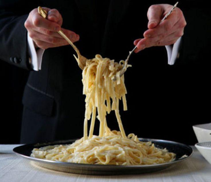 O verdadeiro e original Fettuccine Alfredo está longe dessas baboseiras que se preparam em seu santo nome. Nada de creme de leite, nada de vários queijos, nad