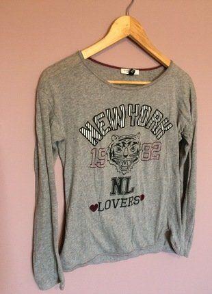 À vendre sur #vintedfrance ! http://www.vinted.fr/mode-femmes/hauts-and-t-shirts-t-shirts/30517780-top-gris-manches-longues-bershka