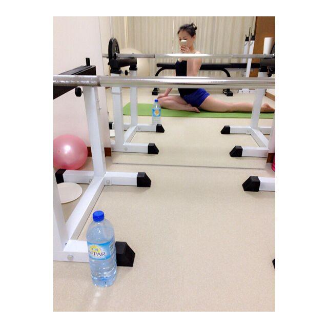 @kaori__o トレーニング🏋️からのストレッチ🍀 最近、HEPARを飲んでいます✨ 超硬水なのに飲みやすい😊ミネラルもたっぷり摂れるのでおすすめです👯 #恵比寿 #ダイエット #ダイエットサロン #健康美 #ボディメイク #女性専用 #パーソナルトレーニング #diet #プライベートジム #ジム #美容#workout #トレーニング #エパー #HEPAR