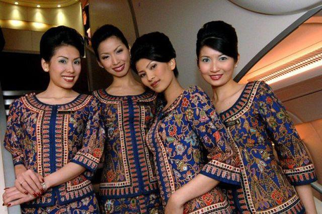 Singapore, Singapore Airlines bigswitchbladeknife.com likes this.
