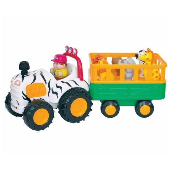 Kiddieland Трактор Сафари  Трактор Сафари - яркая музыкальная игрушка на колесах, озвученная на русском языке, развлечет малыша мигающими огоньками, приятной музыкой и забавными звуками.   При нажатии на трубу трактор едет вперед, при этом звучат реалистичные звуки мотора, тормозов или веселые стишки.   В прицепе трактора находятся 5 фигурок диких животных. Фигурки необходимо правильно расставить по своим местам, тогда при нажатии они издают соответствующие реалистичные звуки, читают стишки…