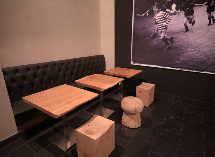 Atmosfere calde, arredamento studiato sui toni del legno, dettagli unici grazie alle scelte di design.